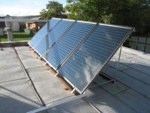 Nami vykonaná montáž solárnej zostavy skladajúci sa zo štyroch panelov v obci Poproč
