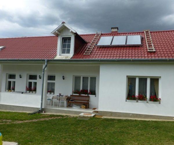 Naša inštalácia solárnych panelov na dome v obci Belža