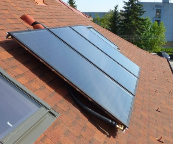 Naše prevedenie inštalácie solárnych kolektorov na dome v Košiciach, pohled na strechu