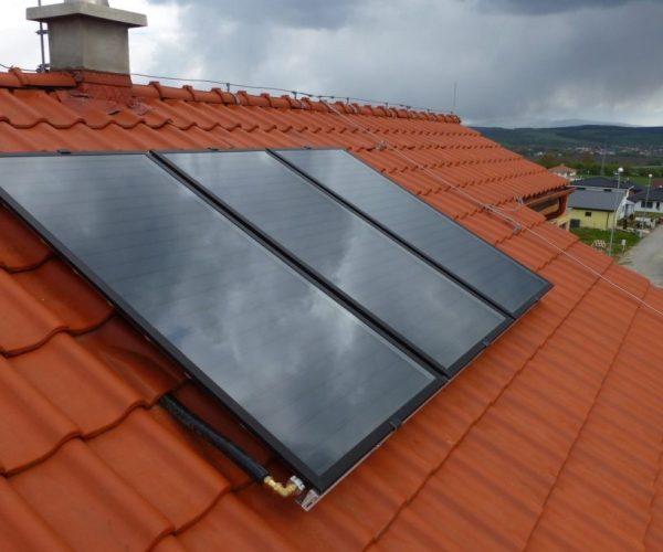 Naše prevedenie inštalácie solárnych kolektorov na dome v obci Krasna nad Hornadom, pohled na strechu