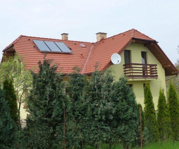 Naše prevedenie inštalácie solárného systému na dome v obci Vyšný Klátov, pohled na strechu